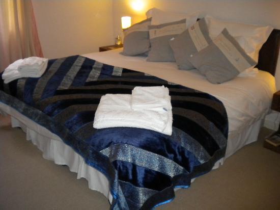 Orchard Lodge B&B: I love the cushions!