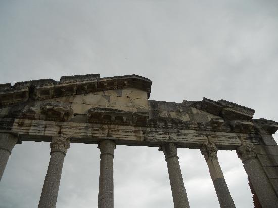 Fier, Albania: frontone del Tempio