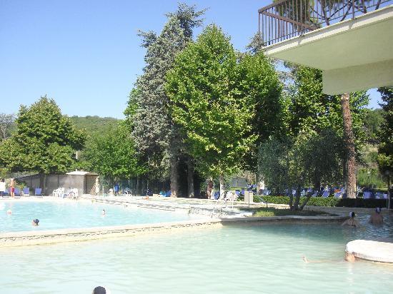 le due piscine termali - Picture of Piscina Val di Sole, Bagno ...
