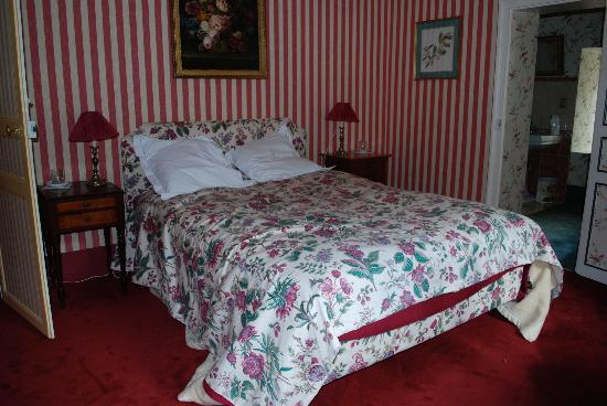 Chateau de la Barre : Comfortable bed in one of our rooms