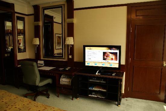 โรงแรมไอสแลนด์ แชงกรี-ล่า: Desk area