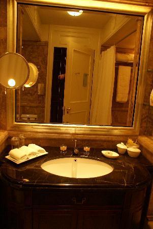 โรงแรมไอสแลนด์ แชงกรี-ล่า: Sink