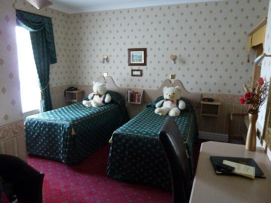 Buckingham's Hotel: Room 7