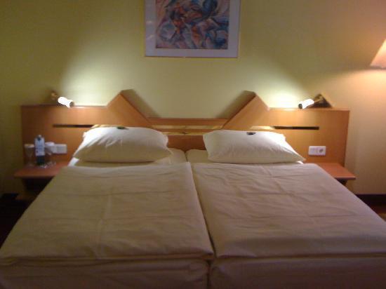 H4 Hotel Residenzschloss Bayreuth: bed