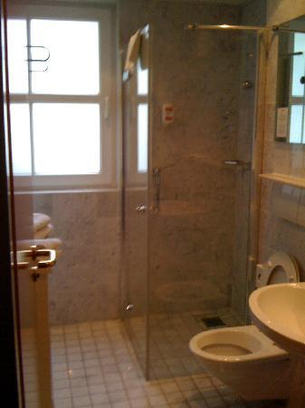 H4 Hotel Residenzschloss Bayreuth: bath