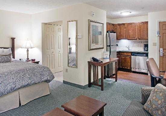 Staybridge Suites Omaha 80th & Dodge: Studio Queen