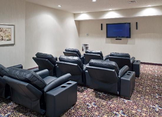 Staybridge Suites Omaha 80th & Dodge: Home Theater