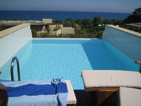 Amathus Elite Suites: our pool