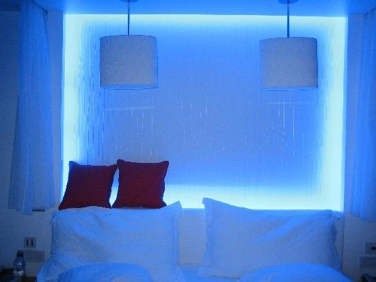 Amathus Elite Suites: blue lights round the bed!