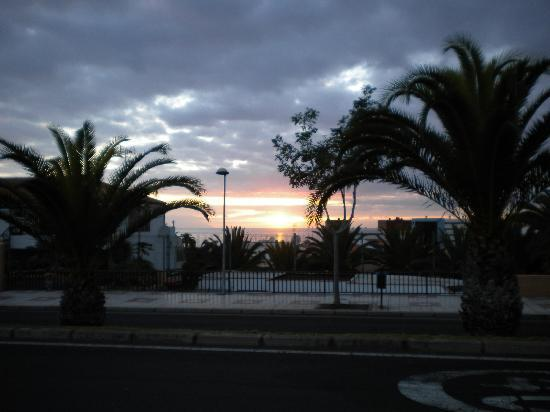 Costa Adeje, España: Sunset over Santa Maria