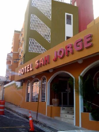 Hotel & Hostel San Jorge: Hotel San Jorge's Front Entrance