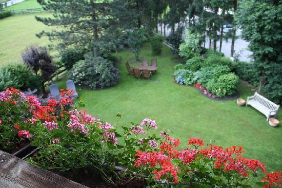 Hotel Garni Glockenstuhl: Yard view from balcony
