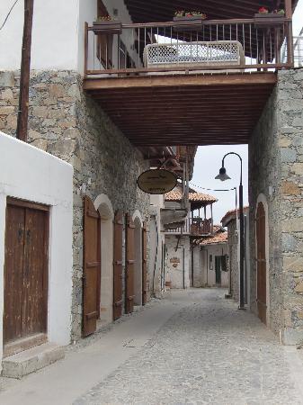 Kalopanagiotis, Chipre: ingresso al villaggio/reception