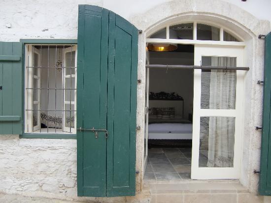 Kalopanagiotis, Chipre: l'esterno della camera TROULLINON