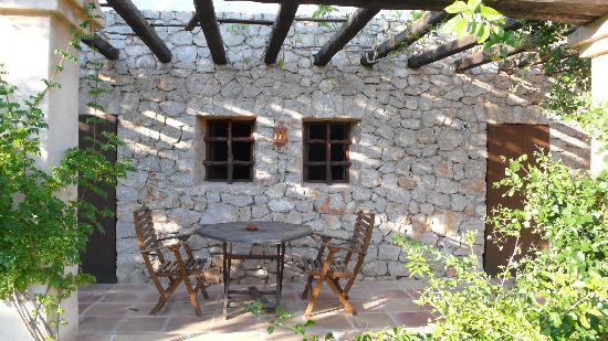 Santa Agnes de Corona, Spain: Patio from Main Suite