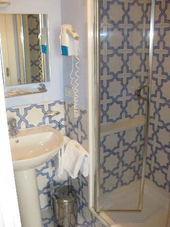 Hotel Mignon: Our Bathroom