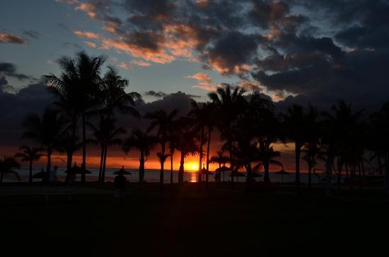 Sugar Beach Golf & Spa Resort : sunset view