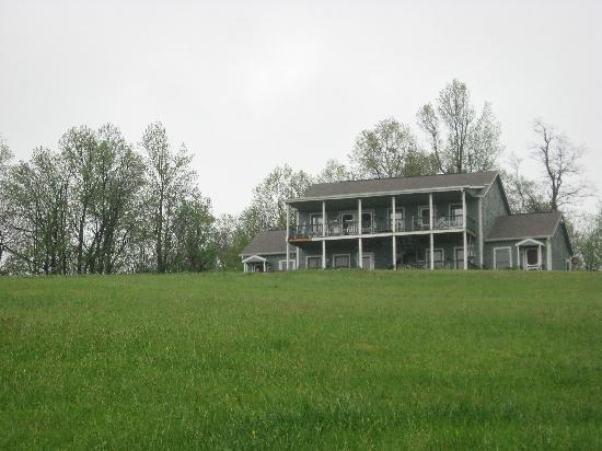 Inn at Orchard Gap: View of Inn from the road