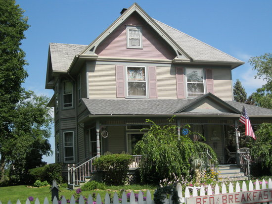 Case's Turn of the Century Bed and Breakfast: Beautiful 1985 Restored Victorian House