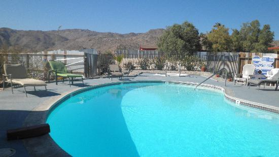 Harmony Motel: Pool! Hot tub! Mountains!