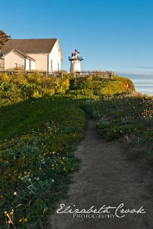 HI-Point Montara Lighthouse: Copyright Elizabeth Crook Photography