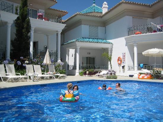 Marina Turquesa: Zwembad met linksboven appartement