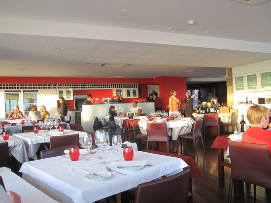 Restaurante Nau dos Corvos: lovely interior