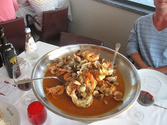 Restaurante Nau dos Corvos: grilled seafood for 2