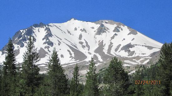Mount Lassen : Mt Lassen from the south side