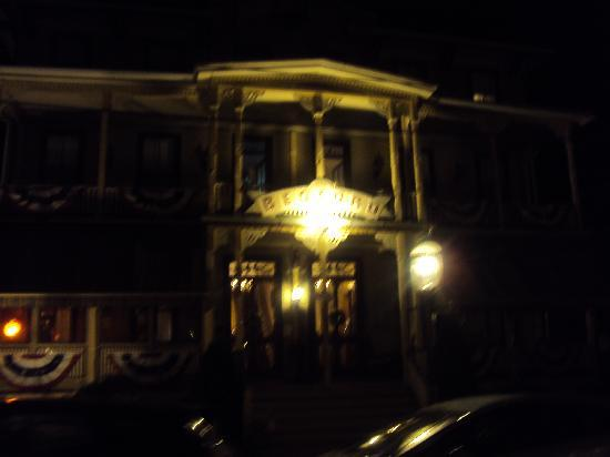 Bedford Inn: Bedord at night