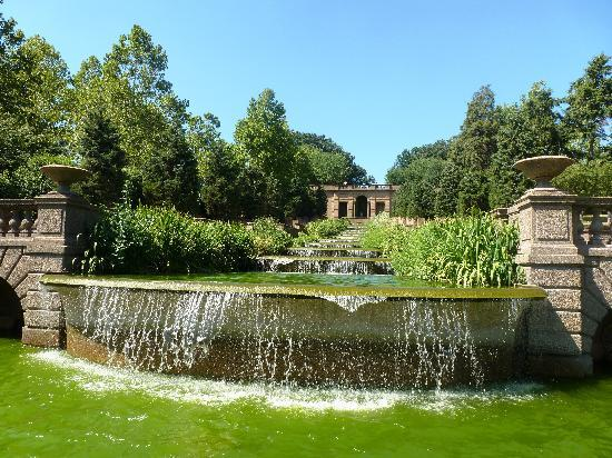 Meridian Hill Park : fountains in  the park