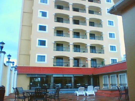 Courtney Hotel Bello