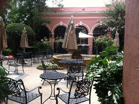 The Mills House Wyndham Grand Hotel: Courtyard