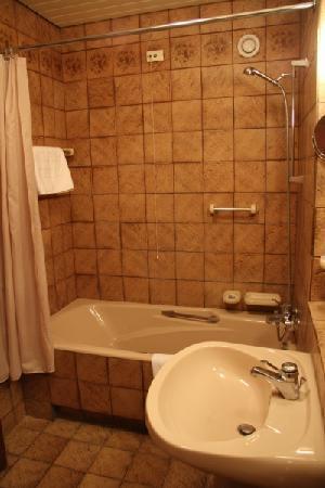 President Hotel: Bathroom
