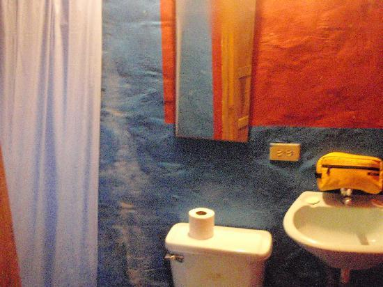 Hostal Montezuma: Bathroom with high water pressure- what a luxury!