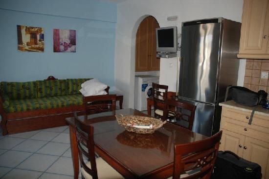 Antony Suites & Residences: Living room area