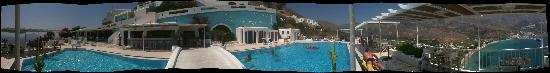Aegialis Hotel & Spa: Panoramic view - pool area