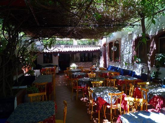 Hotel da Peppe: Patio (where you eat breakfast)