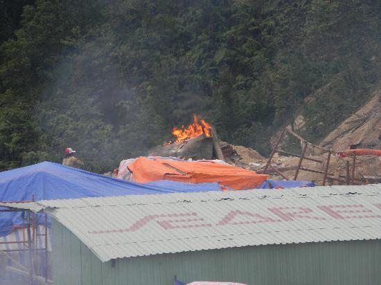 Ba Na Hills Mountain Resort: Routine burning of the building rubbish