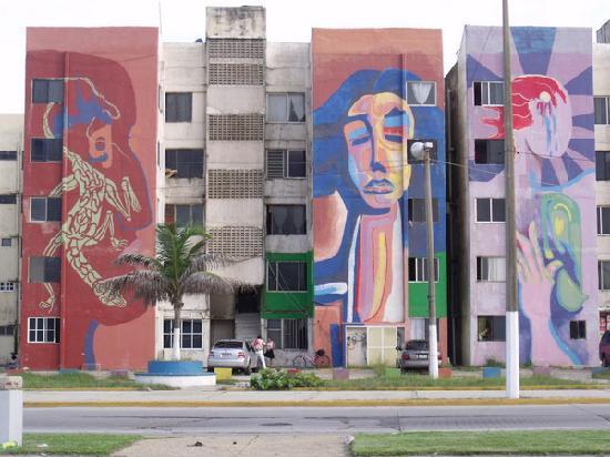 Coatzacoalcos, Μεξικό: Edificios pintados por grafiteros