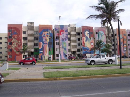 Coatzacoalcos, Μεξικό: Varios edificios con hermosas pinturas