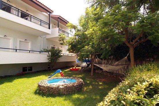Hotel Apartments Kleopatra: garden