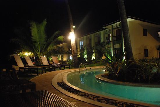 Microtel by Wyndham Puerto Princesa: Microtel Puerto Princesa pool area