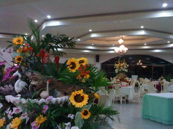 Bohol Plaza Resort: Hotel lobby of Bohol Plaza