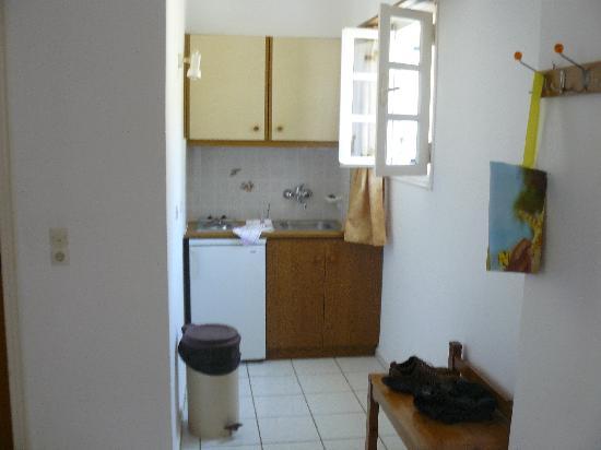 Sunrise Apartments : the kitchen