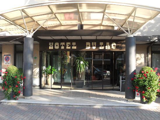 Hotel du Lac et Bellevue: Front of hotel