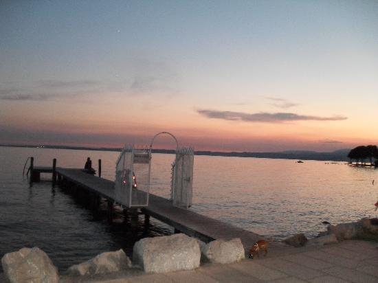 Hotel du Lac et Bellevue: Night view of Lake Garda
