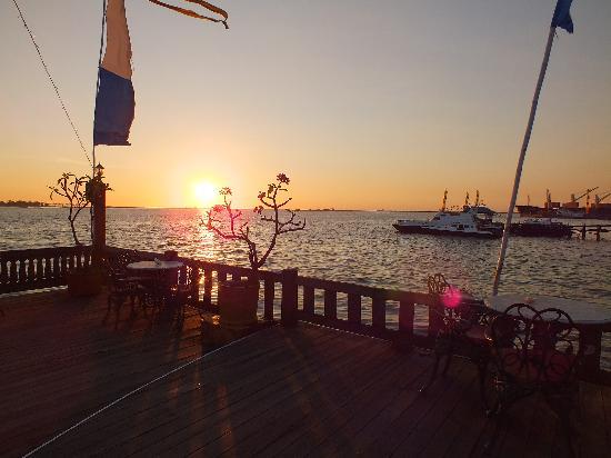 Hotel Pantai Gapura Makassar: Sea View Cottage view