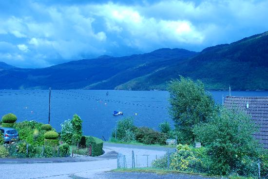 Rowan House Bed and Breakfast: View of Lake outside Rowan House