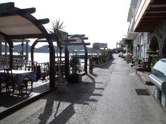 DEL MAR SNACK BAR: Street up to Del Mar